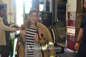 world-mission-society-church-of-god-virginia-burke-volunteers-deliver-home made-meals-firefighters-0051