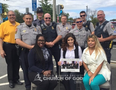 Church of God volunteers and various police departments posing for a photo.