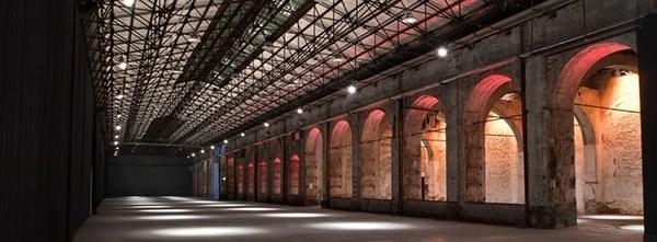 La stazione Leopolda è stata la prima stazione ferroviaria costruita a Firenze ed oggi è adibita a sede per meeting,congressi e varie manifestazioni. Si trova in viale Fratelli Rosselli sui viali di Circonvallazione.