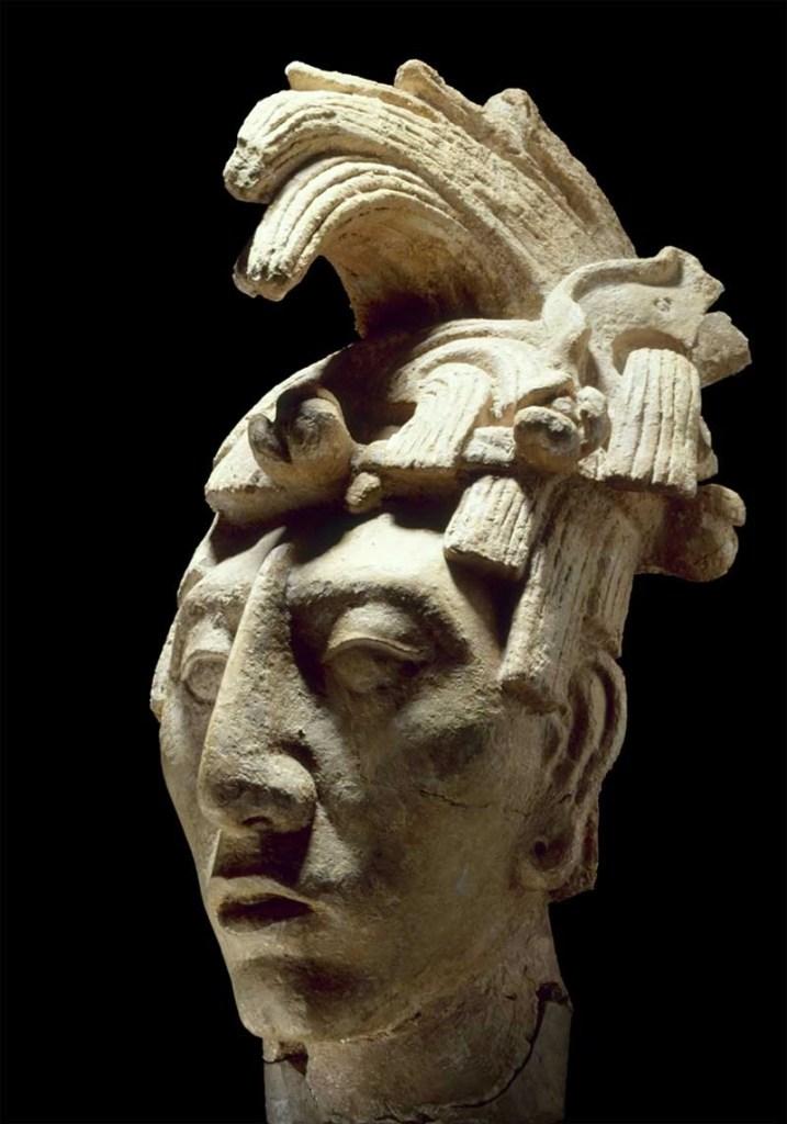 Testa giovanile del re della città di Palenque, Pakal il Grande, vissuto dal 603 al 683 d.C., che sembrava rispondere a i canoni di bellezza dei Maya (photo credits: www.theartpostblog.it)