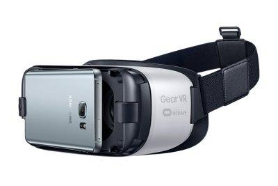 Gear VR вставляем смартфон