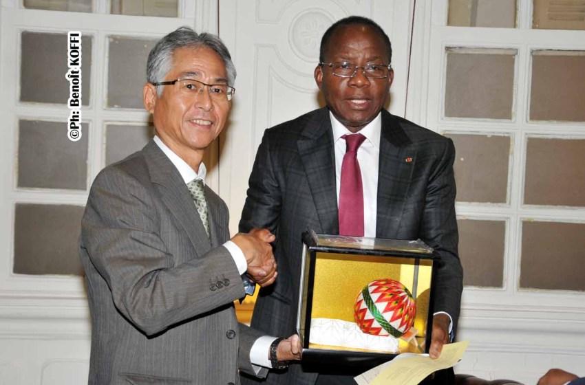 Adrien Houngbédji échange avec les responsables de la Fondation femmes d'Afrique et culture mémorial de Rufisque Comité National du Bénin