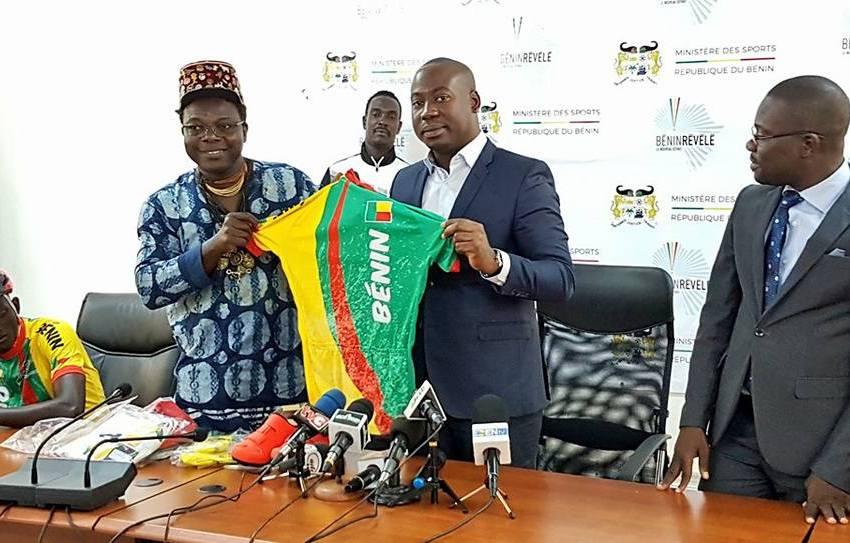 A l'occasion de la présentation du maillot officiel des cyclistes béninois :  La FEBECY  reçoit un important lot de matériels du Ministère des Sports