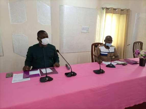 Le Secrétaire Général du Synapa Fulbert Acapo (à gauche) et le Coordonnateur du PARCPOGE Maroufou Adjanan
