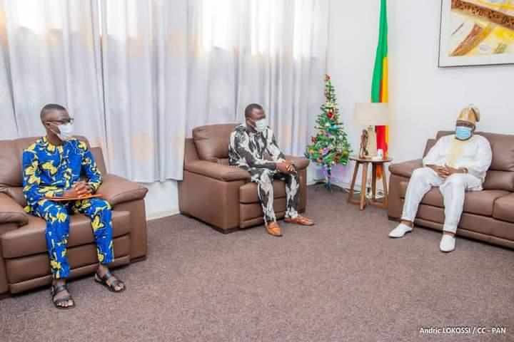 Audience au Palais des gouverneurs à Porto-Novo: Constantin Amoussou présente le nouveau Président du Gouvernement des Jeunes du Bénin au Président Vlavonou