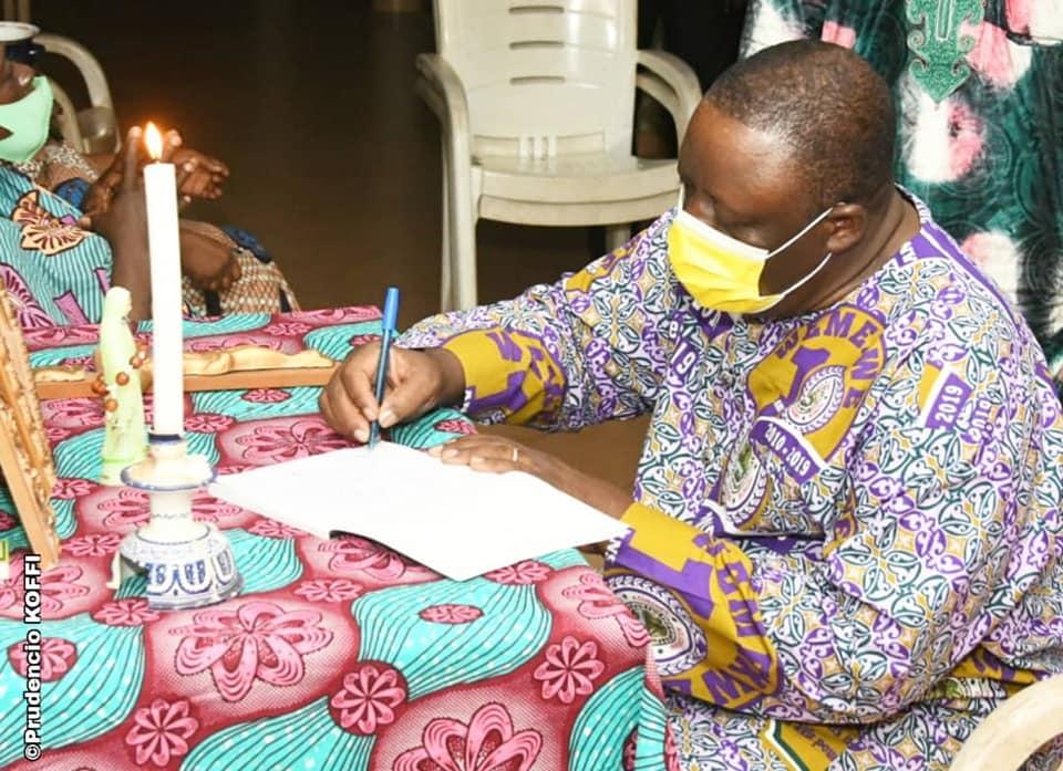 Disparition de l'ancien député Edmond Zinsou: Le Président Louis G. Vlavonou ouvre le cahier des condoléances