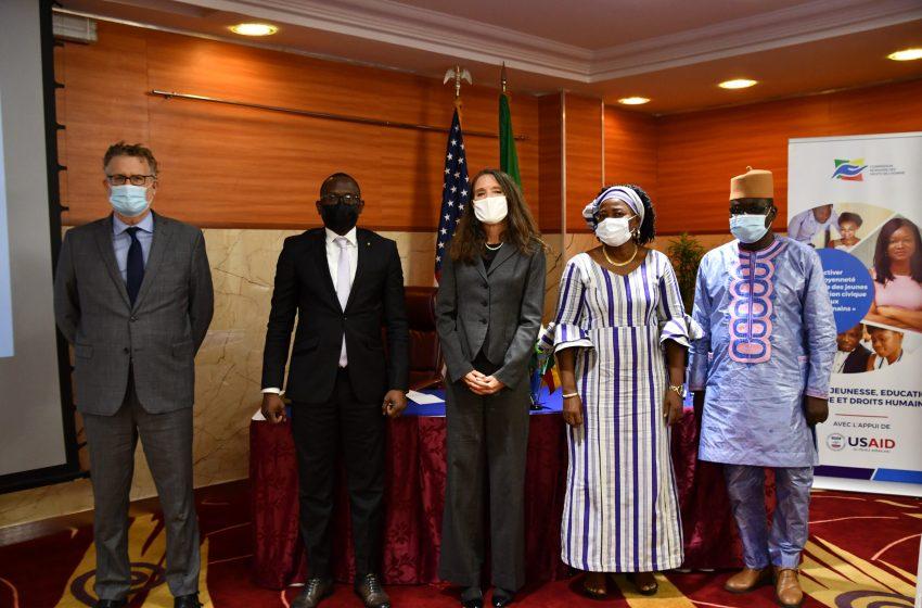 Appui à la CBDH: Les États-Unis Soutiennent Sept Ateliers sur l'Engagement Civique et les Droits de l'Homme pour les Jeunes au Bénin