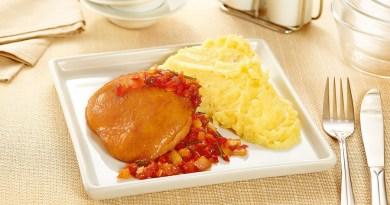 Sobrecoxa de panela com molho picante e purê de batata doce