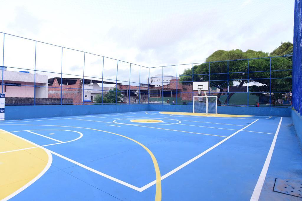 Prefeitura inaugura quadra em Tancredo Neves e autoriza melhorias no Cabula