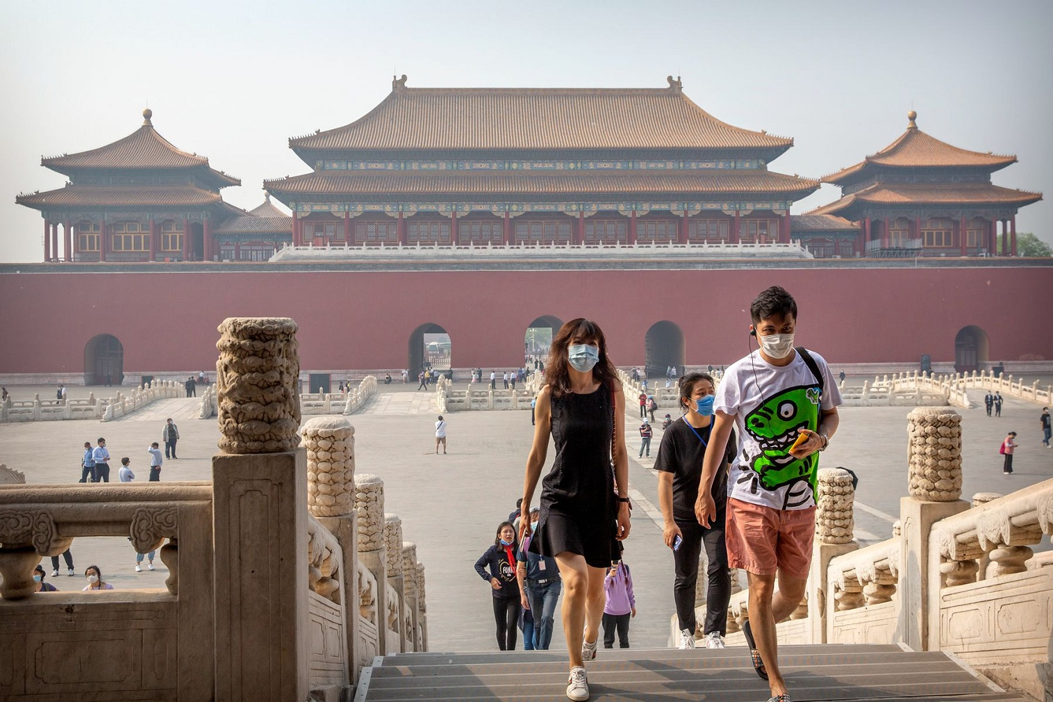 Wang Peng, a resident in south China's Shenzhen, could not wait to board a train to visit a world heritage site after he learned that trans-provincial group tours had resumed following months-long suspension due to the COVID-19 outbreak.