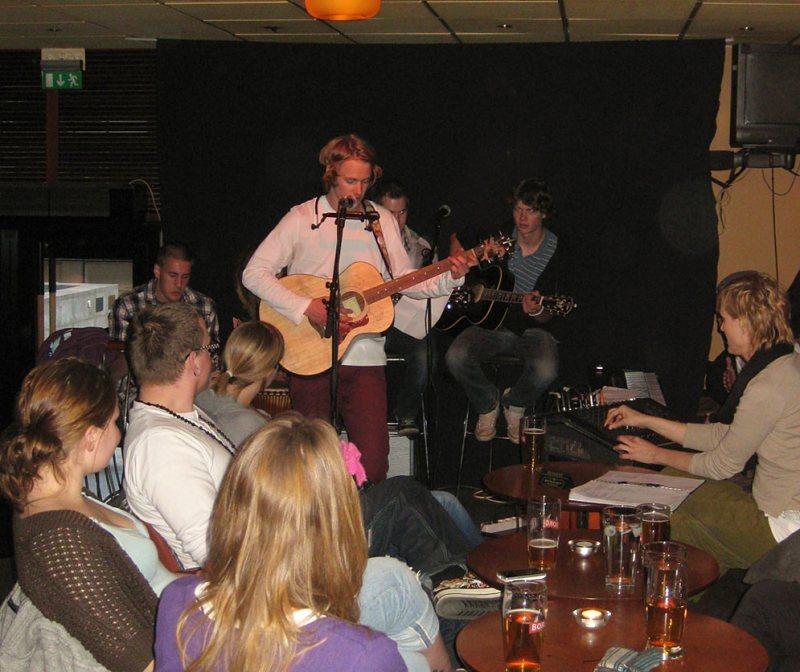 Mats Lykke med band på scenen