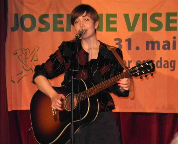 Marion Rodgers ledet kvelden og framførte også egne sanger
