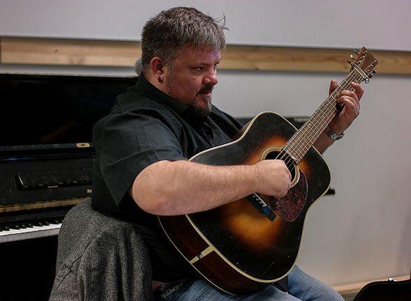 Finger-aerobics: Gitarcamp med Perry Stenbäck