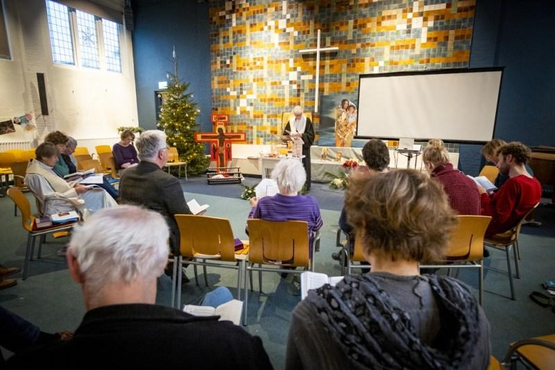 In de kerk wordt 24 uur per dag een dienst gehouden om uitzetting van het gezin te voorkomen, zo ook afgelopen weekend. DAVID VAN DAM