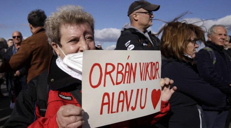 Orbán contra-ataca nas redes sociais frente ampla de oposição – 23/10/2021 – Mundo