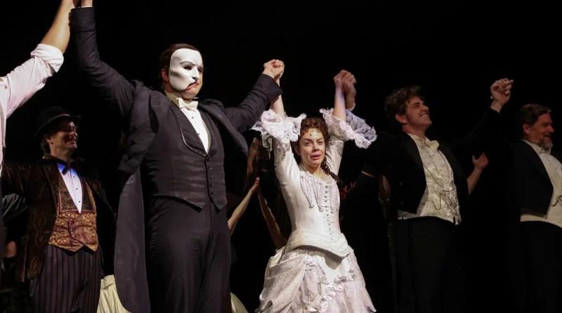 'O Fantasma da Ópera' volta ao palco da Broadway e elenco comemora: 'Momento épico' | Pop & Arte