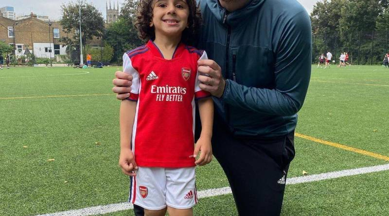 Menino de 5 anos se torna jogador mais novo a assinar com o Arsenal – Fotos