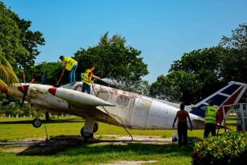 Labores de limpieza del aeropuerto internacional Frank País, de la ciudad de Holguín, el 6 de septiembre de 2016, listo para operar próximamente vuelos regulares entre Cuba y los Estados Unidos de América. ACN FOTO/Juan Pablo CARRERAS/sdl