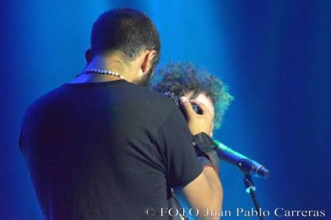 Cámaras sobre el escenario en concierto de Raúl Paz. Foto: Juan Pablo Carreras.