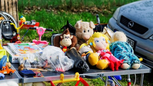 toys and hoursehold stuff at flea market