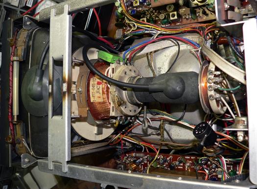 Sony KV 7010U inside 9
