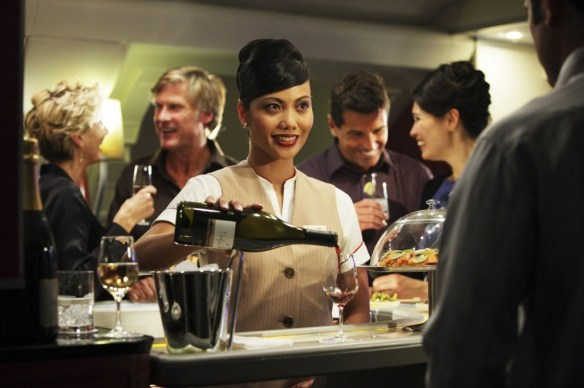 Emirates A380 Onboard-Lounge_low res_Credit Emirates