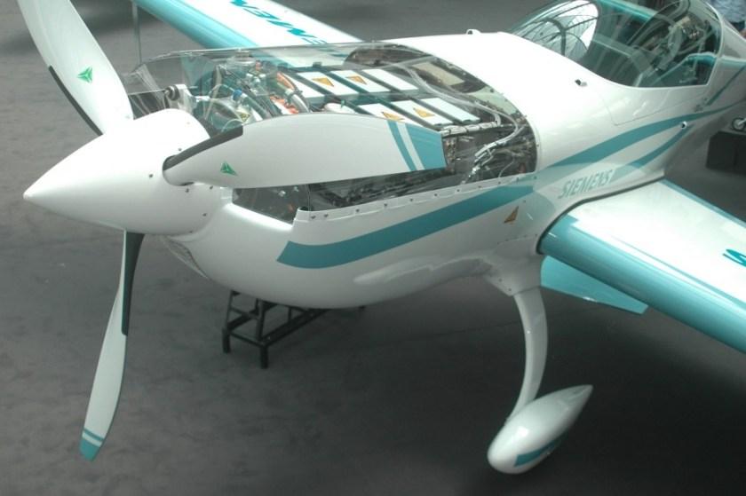 innovativ-kunstflugzeug-extra