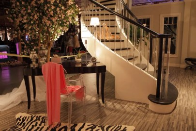 Modern Curved Acrylic Baluster Staircase
