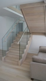 02 - Straight stair with glass panles