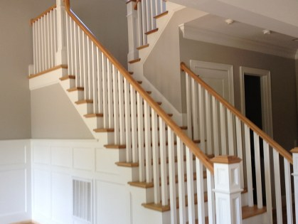 08 - Traditional Straight stair with Panel Box newel post