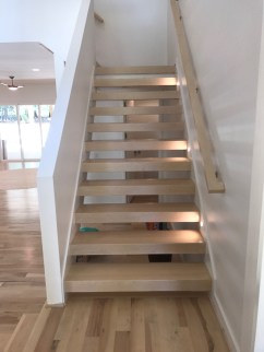 Closed stringer open riser stair with block treads