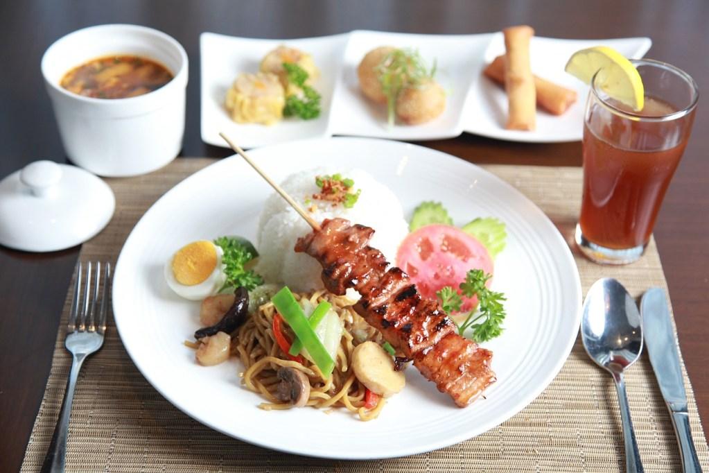 pork barbecue, noodles, lunch set