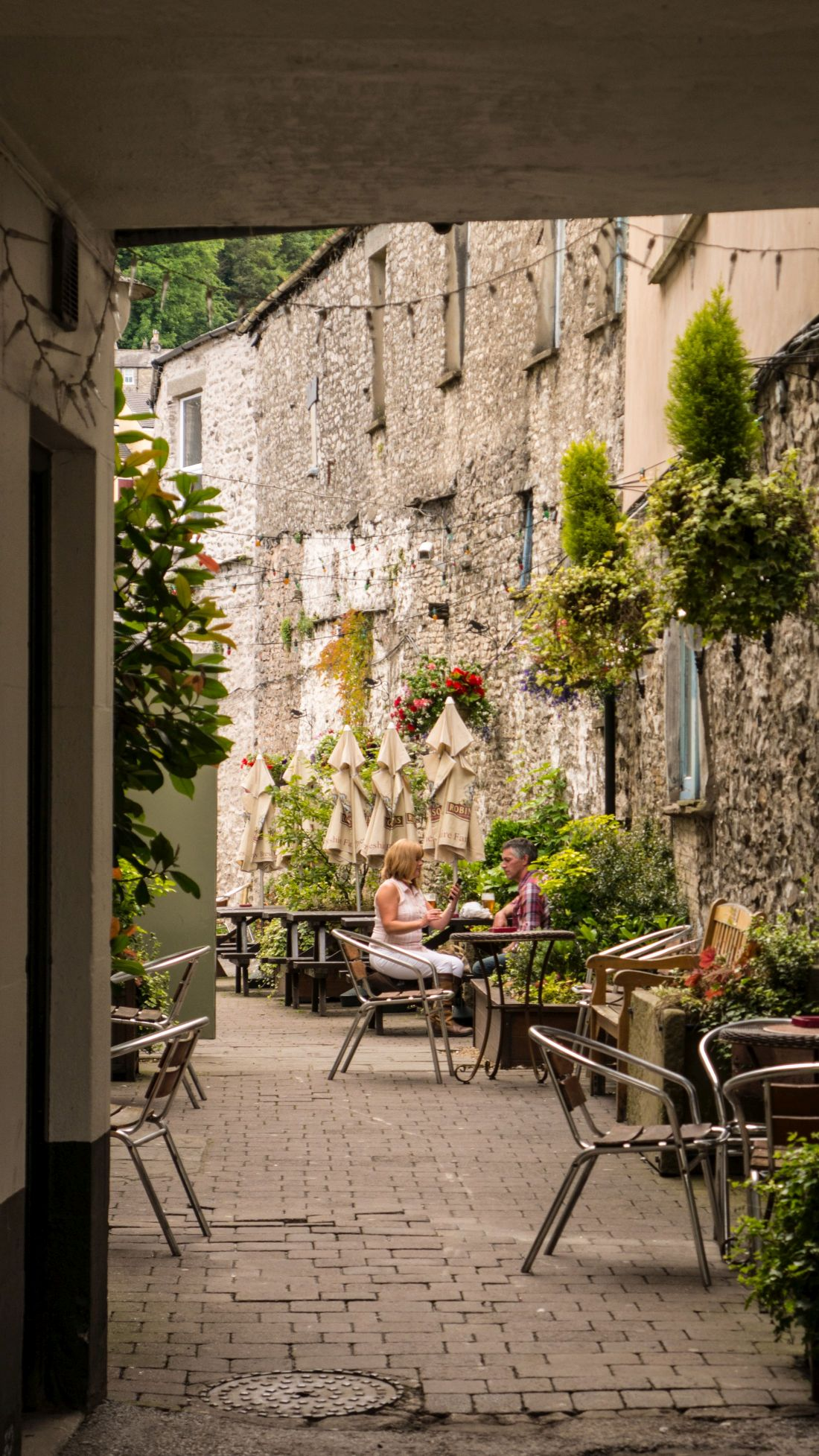 Smokehouse Yard is an attractive, historic Kendal yard for eating and drinking. Explore Kendal's famous 18th century yards on your next visit.