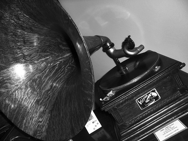 "Victor Gramophone on Display at Pavek Museum of Broadcasting. Image by <a href=""https://flic.kr/p/nEFaE"" target=""_blank""> Max Sparber/flickr</a>"