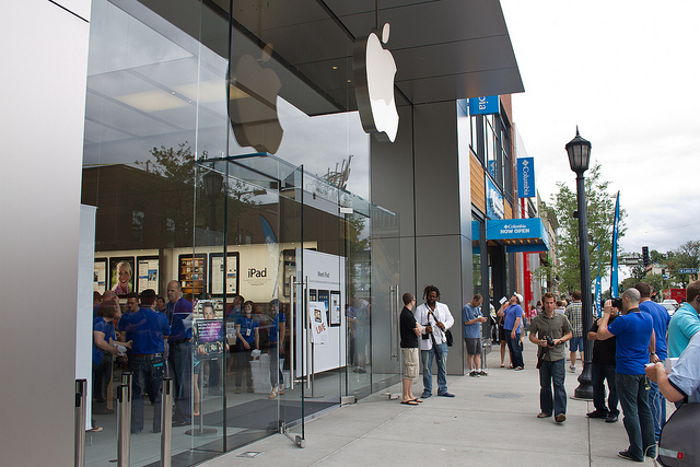 "Apple Store in Uptown, Minneapolis. Image by <a href=""https://flic.kr/p/8bzZdX"" target=""_blank""> Tony Webster/flickr</a>"