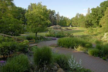 Noerenberg Memorial Gardens is a formal garden, always manicured and always beautiful.