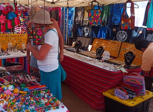 Picture of tourists shopping at the Tianguis Lo de Marcos Market