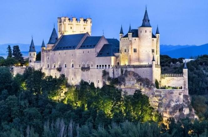 5233 segovia fairytale castle - TOP 10 MOST BEAUTIFUL CASTLES IN THE WORLD