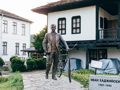 Паметник на Иван Хаджийски