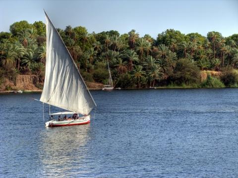 Nil. Das ist der große Fluss in Afrika. Lebensader und Urlaubsziel.