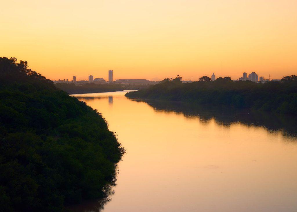 Photograph taken from above the bridge Sérgio Motta.