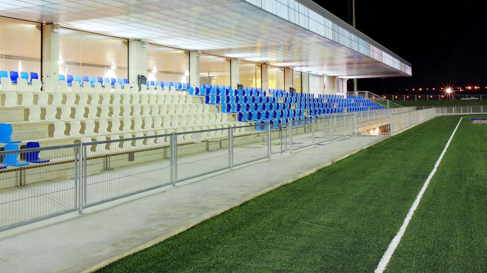 Gradas de la pista de atletismo de magaluf , athletics track magaluf spectators , Entrena atletismo en Mallorca , Athletics track in Mallorca