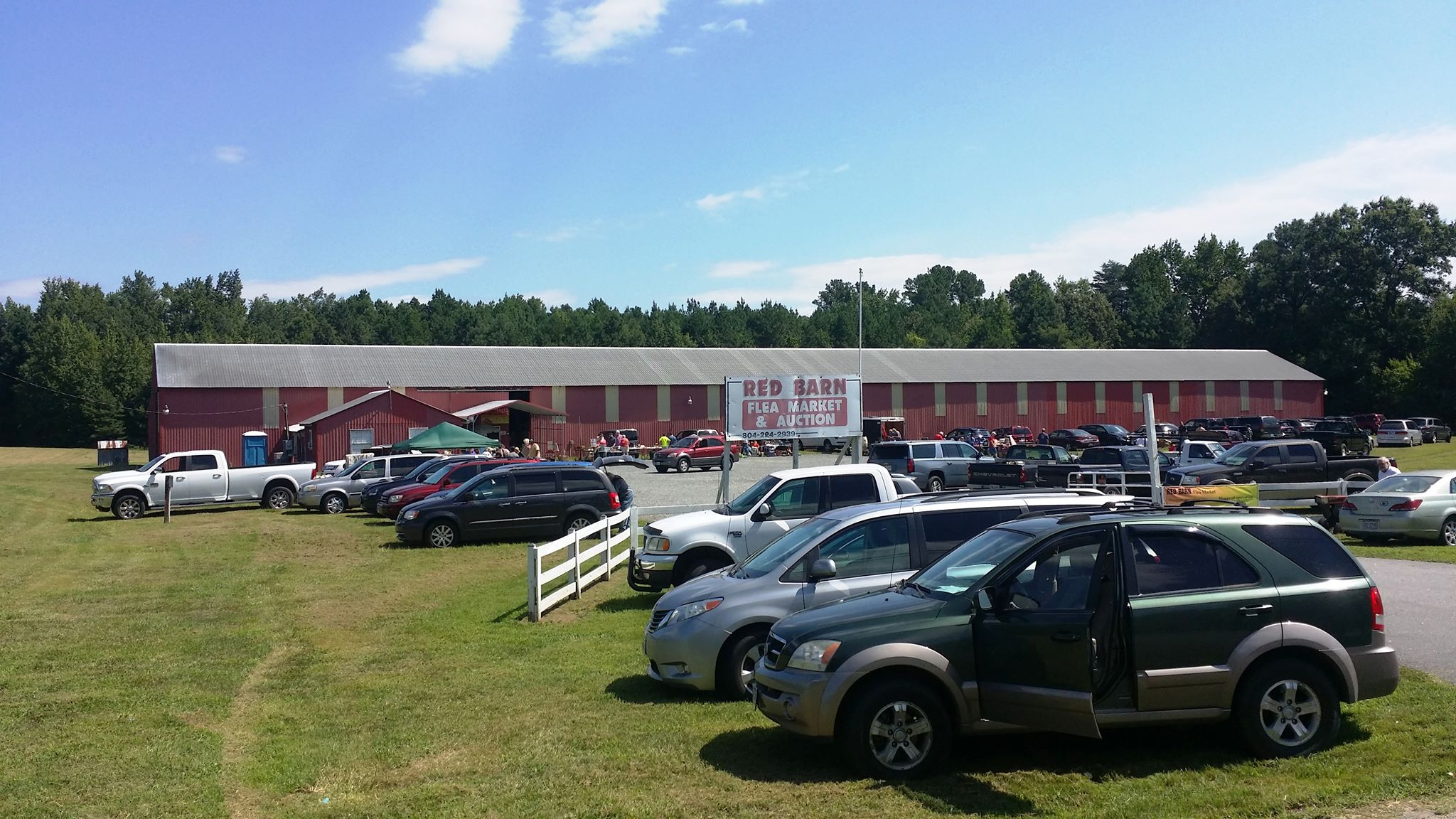 Big Outdoor Yard Sale in Northern Neck, Virginia