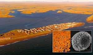 B0ADH4 An aerial view of the Alaskan Native community of Kivalina on the Chukchi Sea in northwestern Alaska