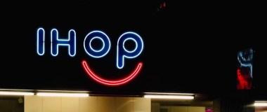 IHOP smile light sign