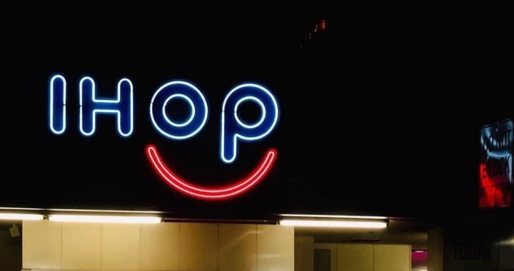 IHOP smile light sign