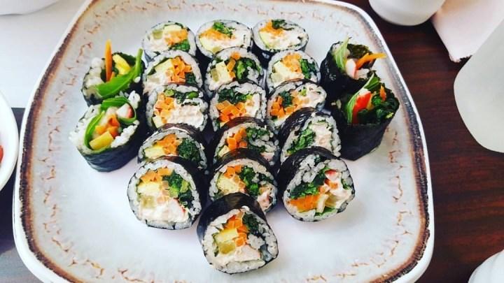sliced kimbap