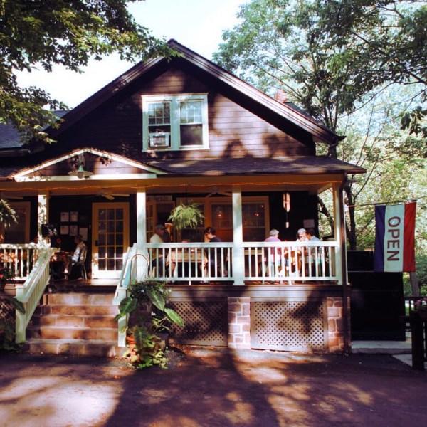 Le Sorelle Porch and Pantry