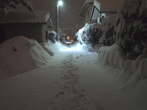 Big Snowfall Hit Matsumoto (more than 2 ft even downtown!)