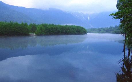 上高地:夕霧の大正池と湧き水100%の清水川